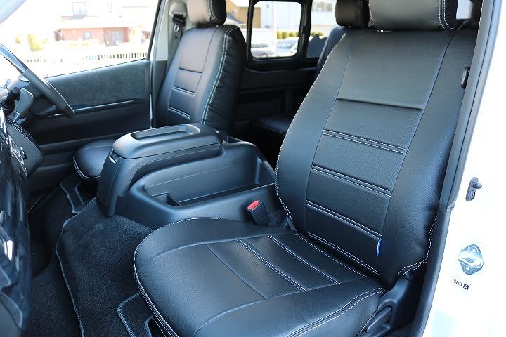 インテリアをブラックに統一して高級感を演出しました   トヨタ ハイエース 2.7 GL ロング ミドルルーフ 4WD TSS付