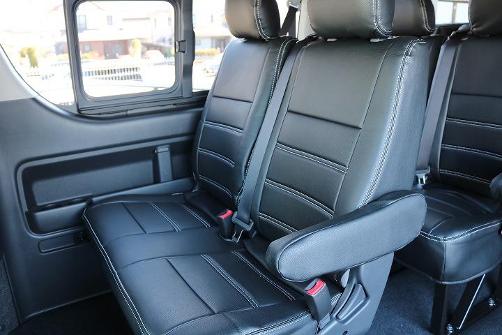 後部座席も広々と大人数で楽しめる10人のり、普通免許にて運転可能なサイズです   トヨタ ハイエース 2.7 GL ロング ミドルルーフ 4WD TSS付