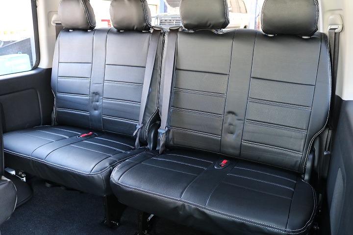 4列は、跳ね上げシートと両サイドへ跳ね上げ可能でラゲージスペースが簡単に確保できます   トヨタ ハイエース 2.7 GL ロング ミドルルーフ 4WD TSS付