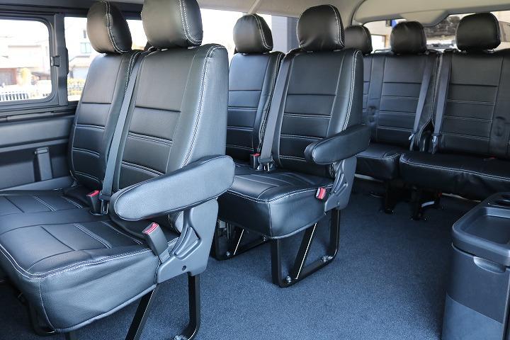 左サイドは、通路があり後方移動も楽々できます   トヨタ ハイエース 2.7 GL ロング ミドルルーフ 4WD TSS付