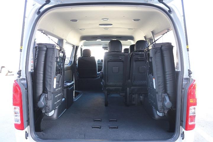 巨大なとトランク、大きな荷物も持ち運び自由自在です。   トヨタ ハイエース 2.7 GL ロング ミドルルーフ 4WD TSS付