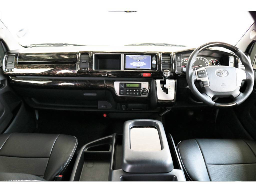 全席FLEXオリジナル黒革調シートカバー装着済み!シックな印象の車内です! | トヨタ ハイエース 2.7 GL ロング ミドルルーフ 4WD アレンジVer2