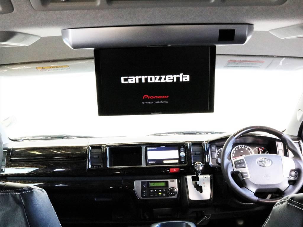 画質のいいカロッツェリア製フリップダウンモニター付き!!お子様から大人の方まで後席の同乗者も快適にお過ごしいただけます!