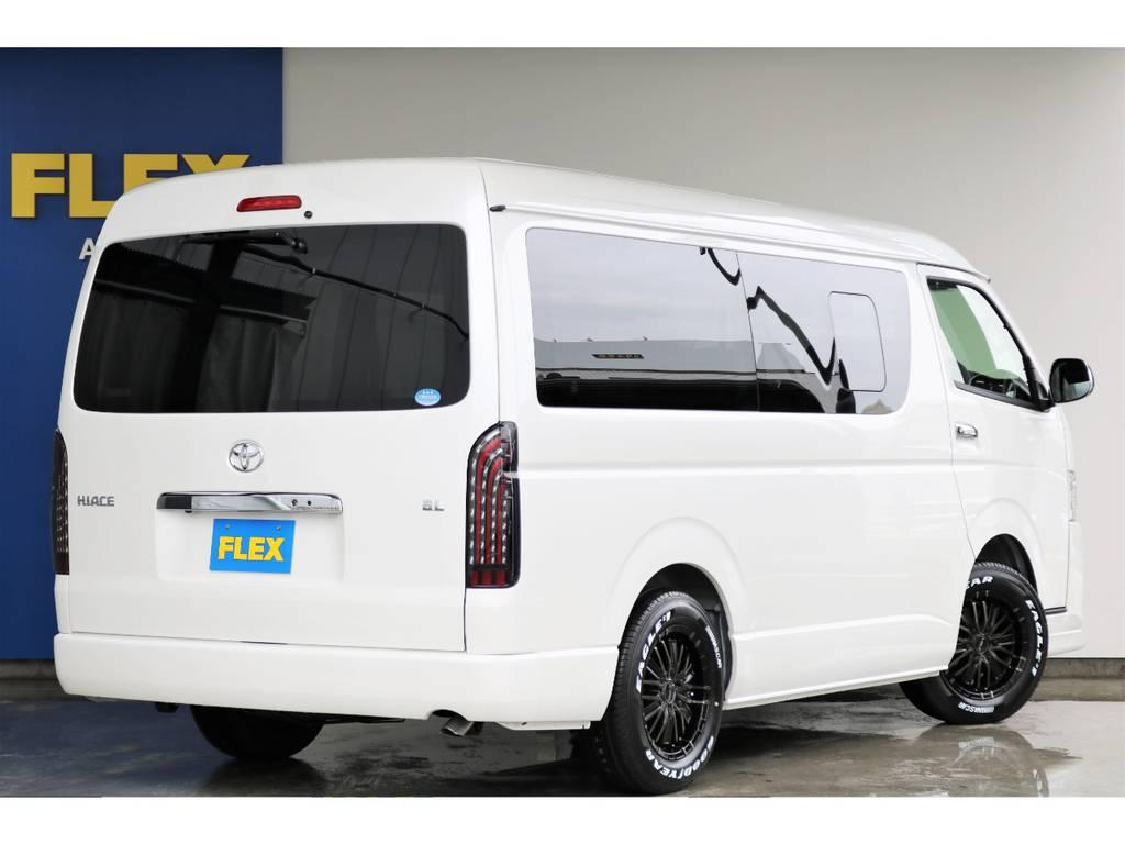 メーカーオプションのボディーカラー「ホワイトパールクリスタルシャイン」は傷や汚れが目立ちにくいので山道も遠慮なく走れます☆ | トヨタ ハイエース 2.7 GL ロング ミドルルーフ 4WD アレンジVer2