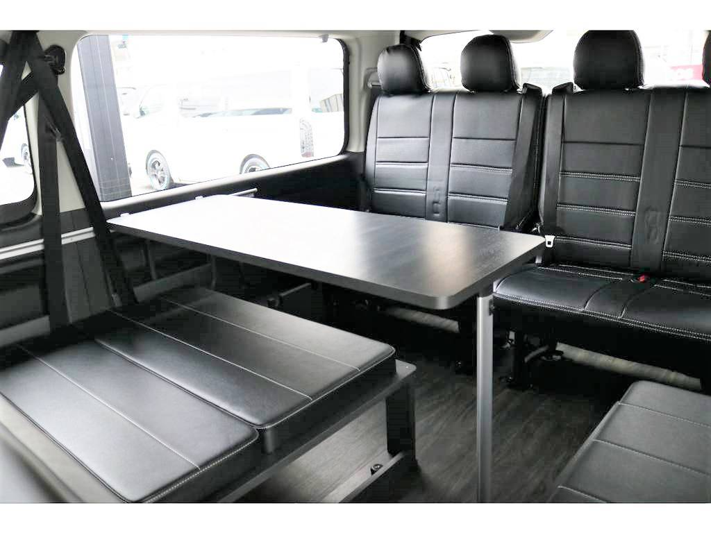 《内装架装Ver.2》はテーブルキット付き!三列目は後ろ向きの座席ですのでドライブ中の会話も盛り上がりますよ♪ | トヨタ ハイエース 2.7 GL ロング ミドルルーフ 4WD アレンジVer2
