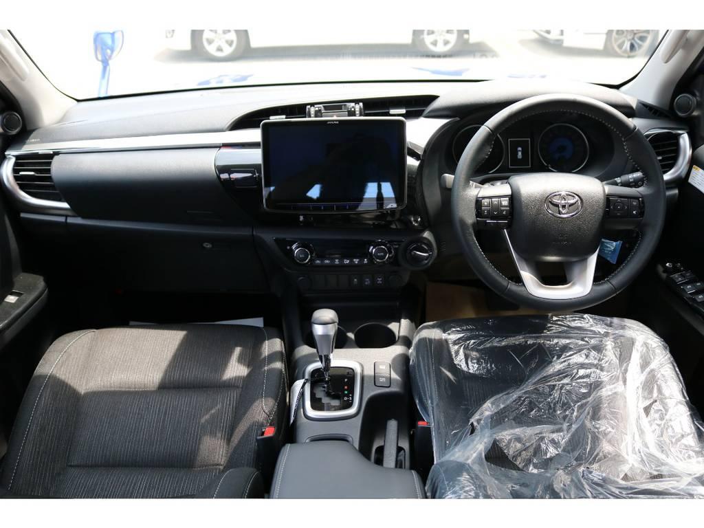 広々したインパネ廻りに大型ナビで快適ドライブが出来ます! | トヨタ ハイラックス 2.4 Z ディーゼルターボ 4WD Z 11インチナビ 2インチUP