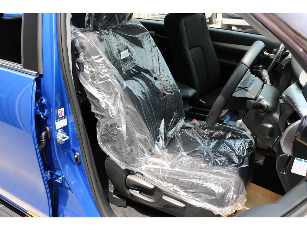 高級ファブリックシートで座り心地も良好! | トヨタ ハイラックス 2.4 Z ディーゼルターボ 4WD Z 11インチナビ 2インチUP