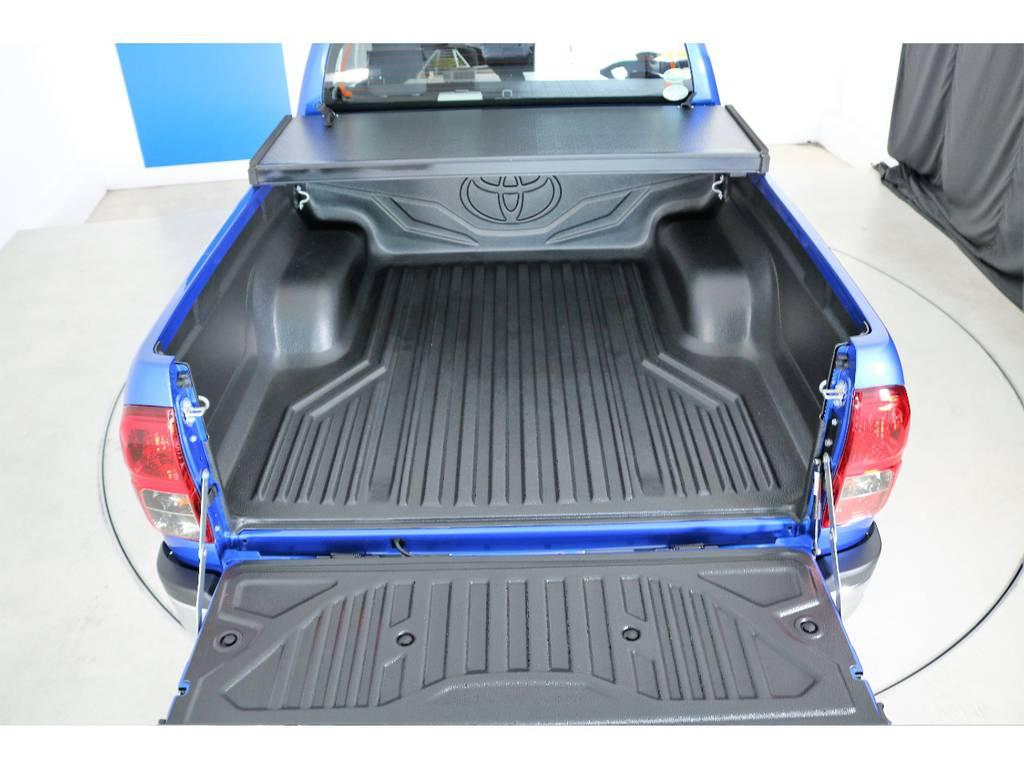 ベットライナーも装着済みで社外トノカバーも格納可能! | トヨタ ハイラックス 2.4 Z ディーゼルターボ 4WD Z 11インチナビ 2インチUP