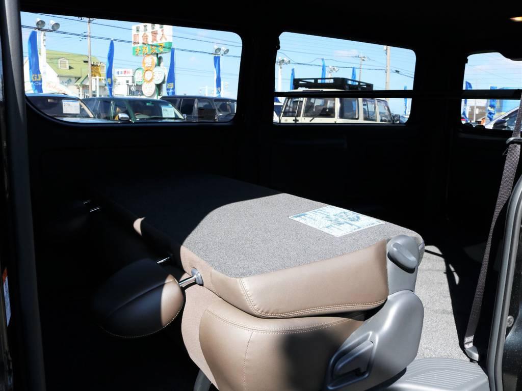 セカンドシートを折りたたんだ状態! | トヨタ ハイエースバン 2.0 スーパーGL 50TH アニバーサリー リミテッド ロングボディ ライトカスタム