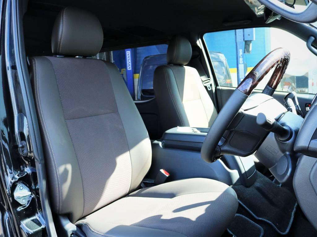 運転席シート、専用ハーフレザーシート! | トヨタ ハイエースバン 2.0 スーパーGL 50TH アニバーサリー リミテッド ロングボディ ライトカスタム