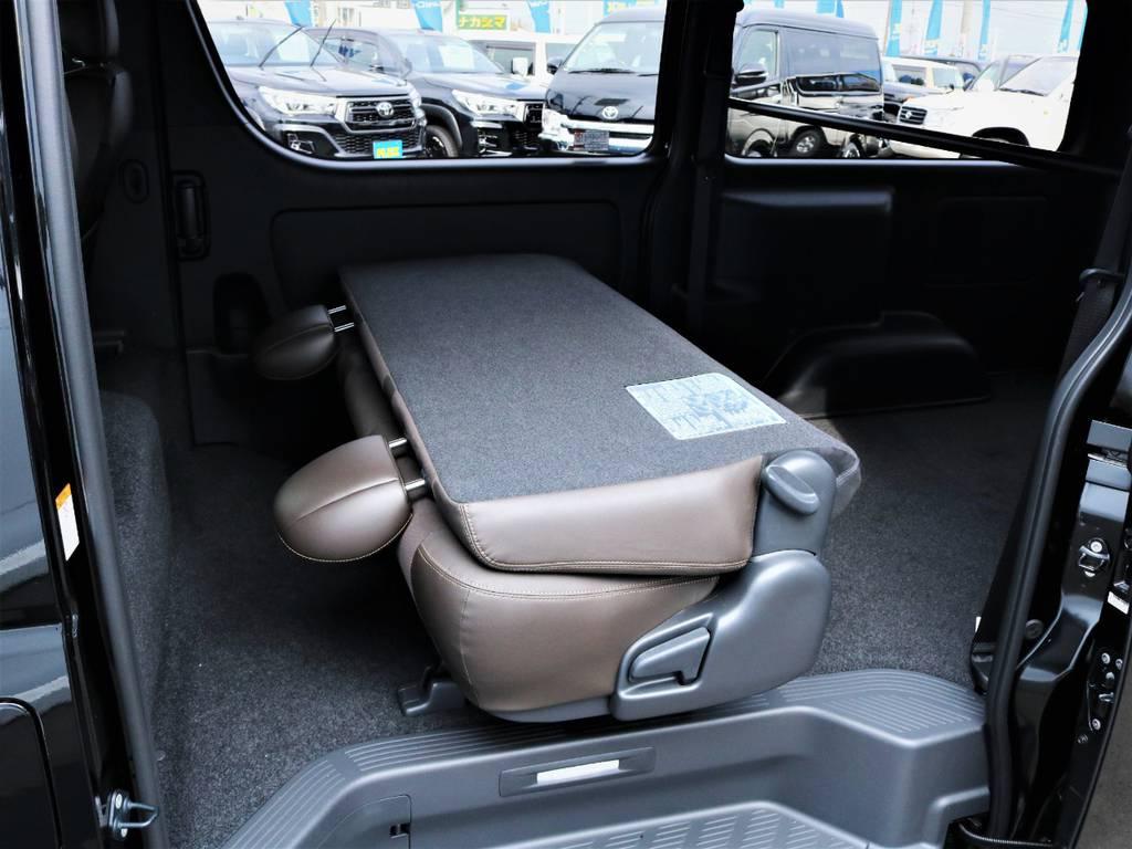 セカンドシートを折りたたんだ状態! | トヨタ ハイエースバン 2.8 スーパーGL 50TH アニバーサリー リミテッド ロングボディ ディーゼルターボ 50TH