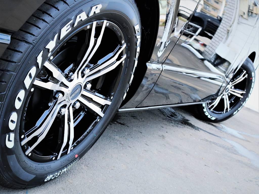 足元バッチリ決まっております! | トヨタ ハイエースバン 2.8 スーパーGL 50TH アニバーサリー リミテッド ロングボディ ディーゼルターボ 50TH