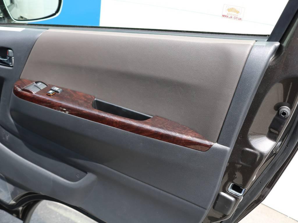 トヨタセーフティセンス(TSS)搭載車両!自動ブレーキにレーンはみだし防止機能、オートマチックハイビームが搭載されております!