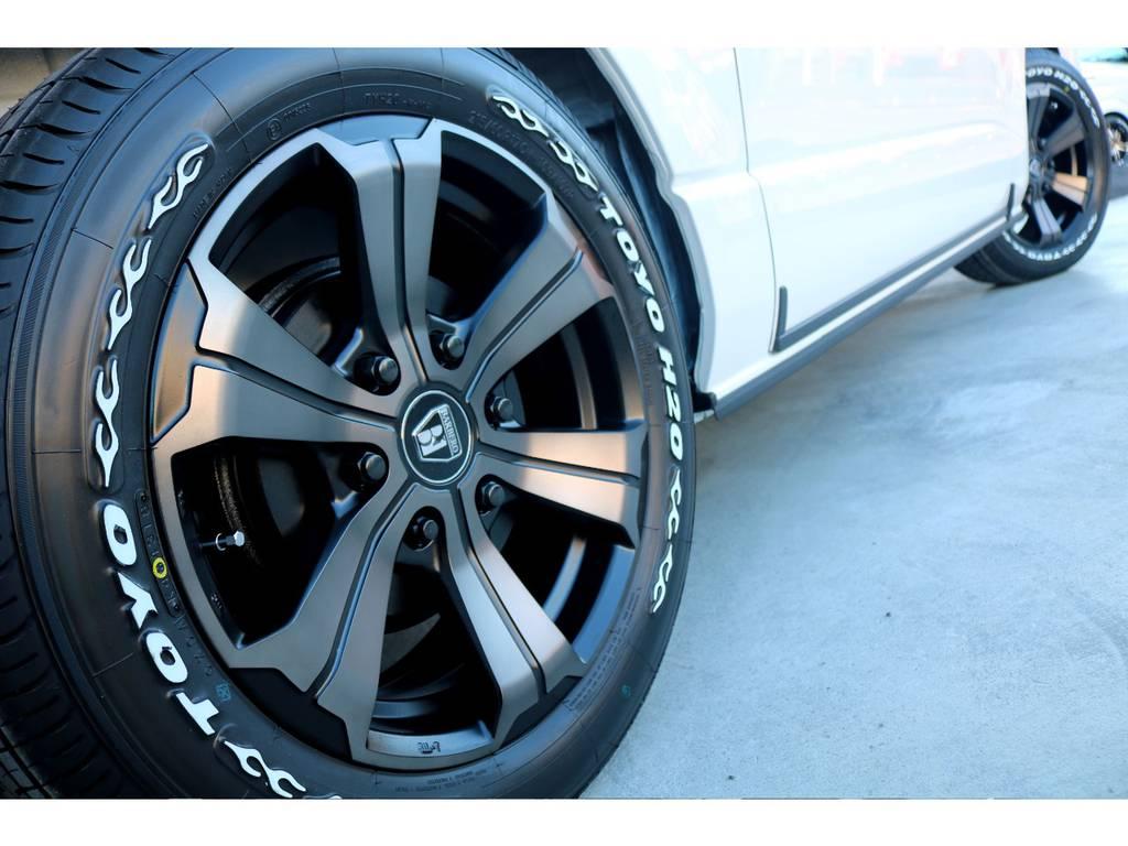 迫力あるサイドライン!! | トヨタ ハイエースバン 2.8 スーパーGL 50TH アニバーサリー リミテッド ロングボディ ディーゼルターボ 4WD 50TH