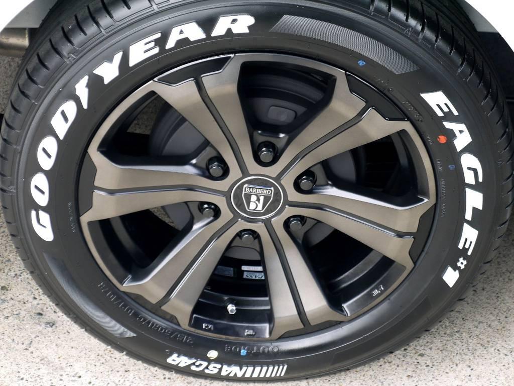 足元にはフレックスオリジナルカラーのアーバングランデ17インチアルミにナスカータイヤをインストール!! | トヨタ ハイエースバン 2.8 スーパーGL ダークプライムⅡ ロングボディ ディーゼルターボ ライトカスタムパッケージ