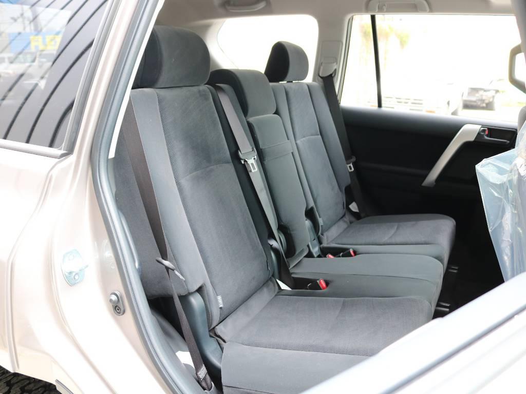 広々したセカンドシート!チャイルドシートもシートベルト固定はもちろんのことISOFIXにも対応!   トヨタ ランドクルーザープラド 2.8 TX ディーゼルターボ 4WD 7人 新車未登録車 9インチナビ
