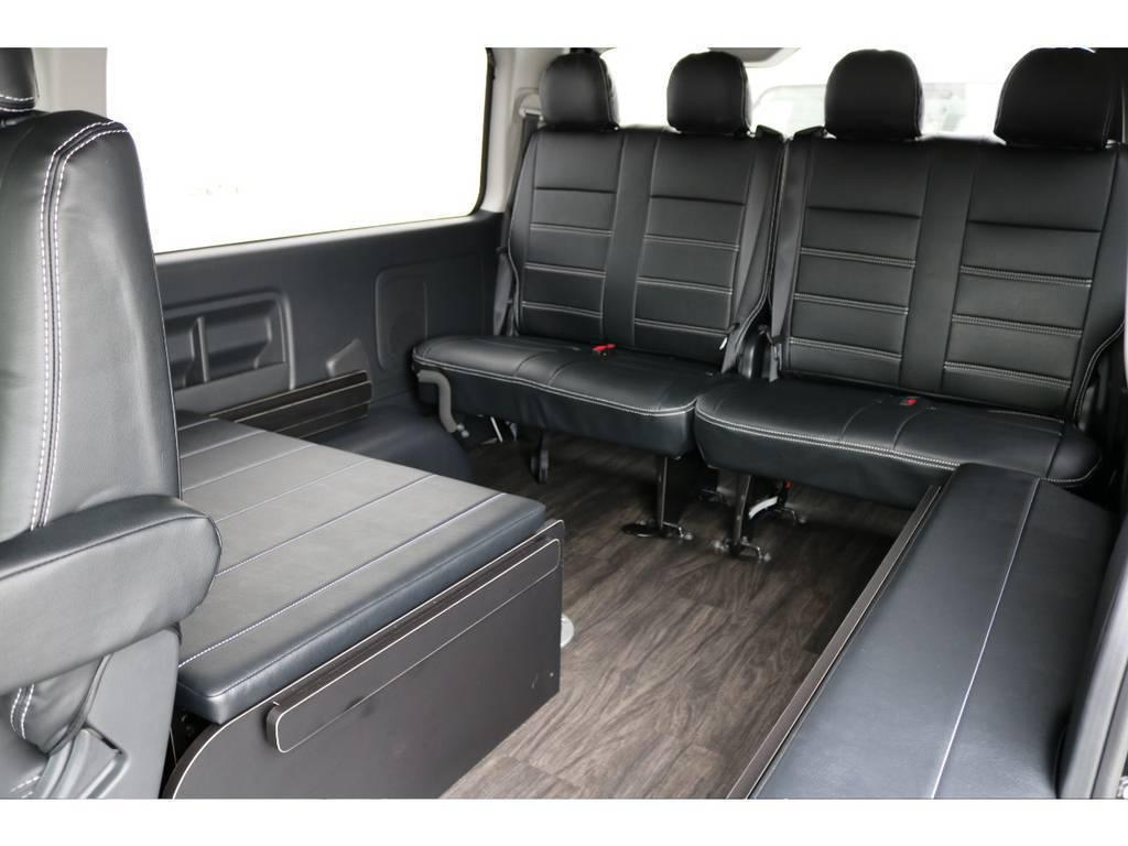 三列目は後ろ向きでの乗車になりますので向かい合って座ると会話も弾みますよ! | トヨタ ハイエース 2.7 GL ロング ミドルルーフ アレンジR1 ビッグX ETC2.0搭載