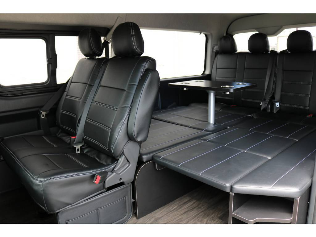 テーブルセットを付けたままベッドキットを広げることも◎ | トヨタ ハイエース 2.7 GL ロング ミドルルーフ アレンジR1 ビッグX ETC2.0搭載