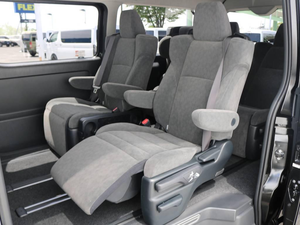 キャプテンシートはオットマン付きで長距離ドライブも楽々過ごせますよ♪ | トヨタ ハイエース 2.7 GL ロング ファインテックツアラー 4脚キャプテンシート 両側自動ドア