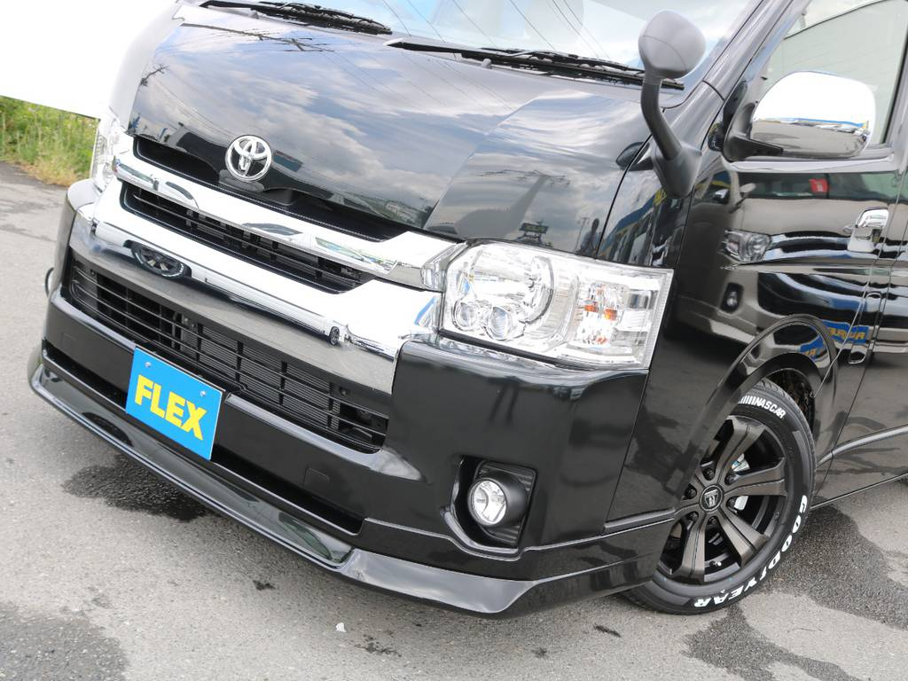 迫力のある顔つきに♪ | トヨタ ハイエース 2.7 GL ロング ファインテックツアラー 4脚キャプテンシート 両側自動ドア