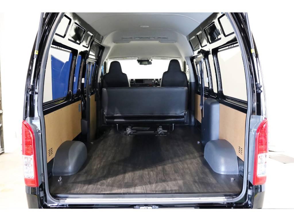リアは全面床張り施工済み!メーカーオプションのリアクーラー&リアヒーターも装備しております!
