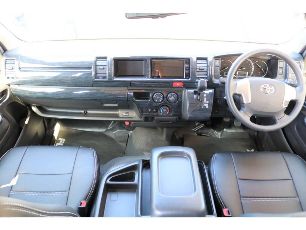 415コブラのインテリアパネルとシートカバーを装着し、質感の良い車内空間です!