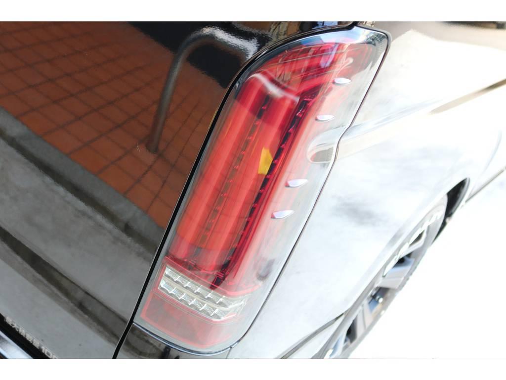 FLEXオリジナルアルティメットLEDテールを装着!ファイバーLEDの面発光が美しい一品です♪