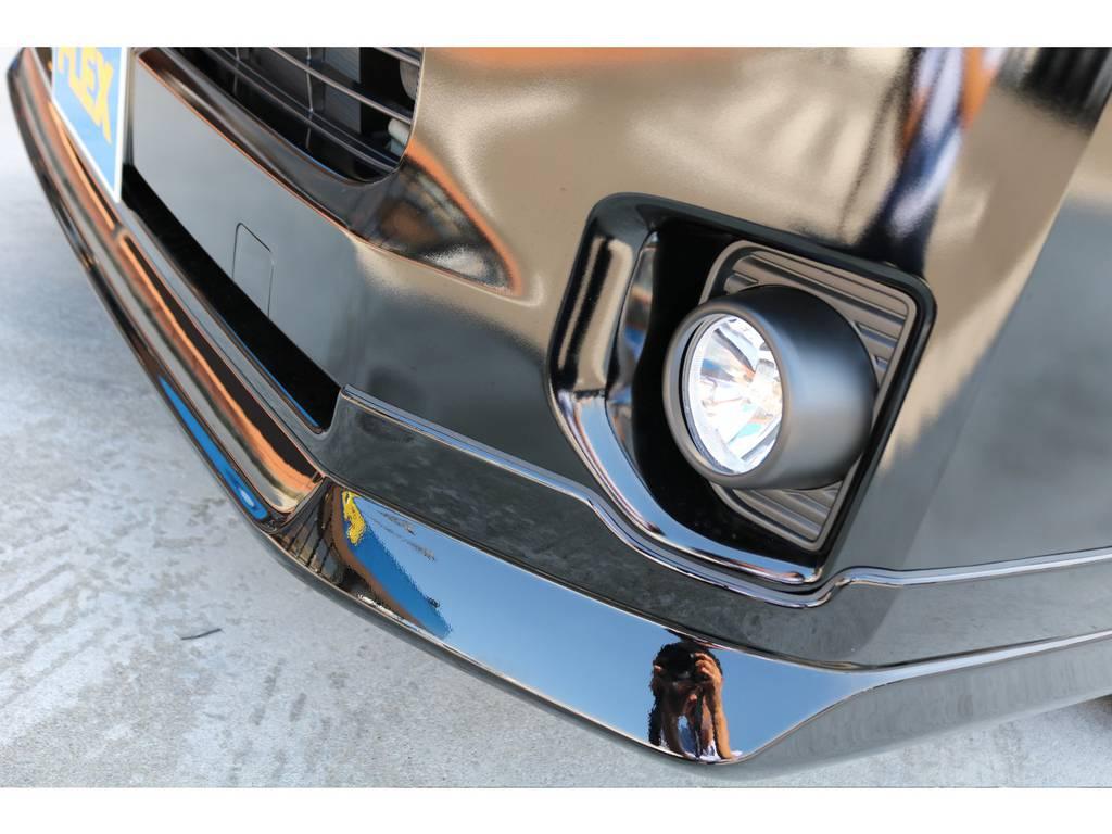 FLEXオリジナルデルフィーノフロントスポイラーにより、丸みを帯びたデザインにエッジを効かせています・・・!