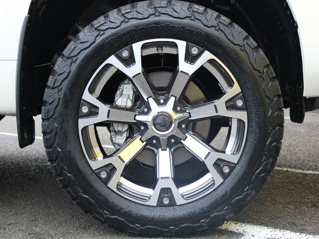 当社オリジナル20インチアルミホイールはBFグッドリッチ KO2との組み合わせ☆リフトアップした車体に大径サイズが良く似合います♪ | トヨタ ランドクルーザープラド 2.7 TX 4WD 5人 20AW&KO2 9ナビBカメ