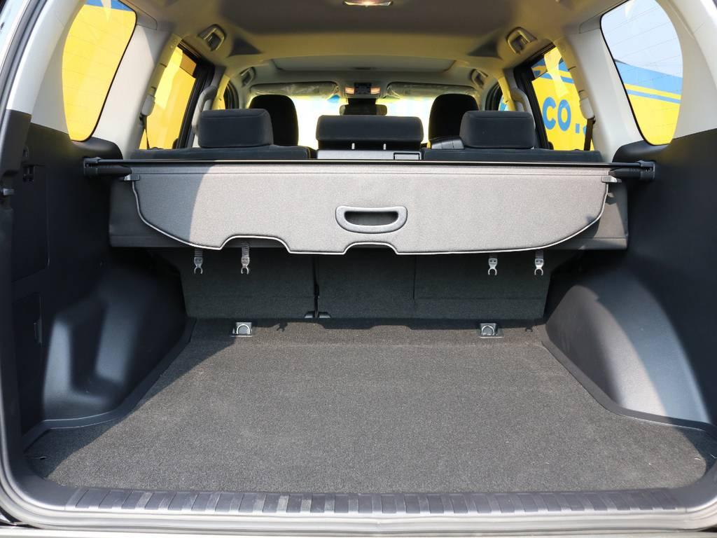 広々としたラゲッジスペース♪セカンドシートは跳ね上げ・リクライニングも可能ですので、趣味やご旅行で荷物を積んだりする際はさらに広いスペースの確保も可能です♪ | トヨタ ランドクルーザープラド 2.7 TX 4WD 5人 17AW&KO2 9ナビBカメ