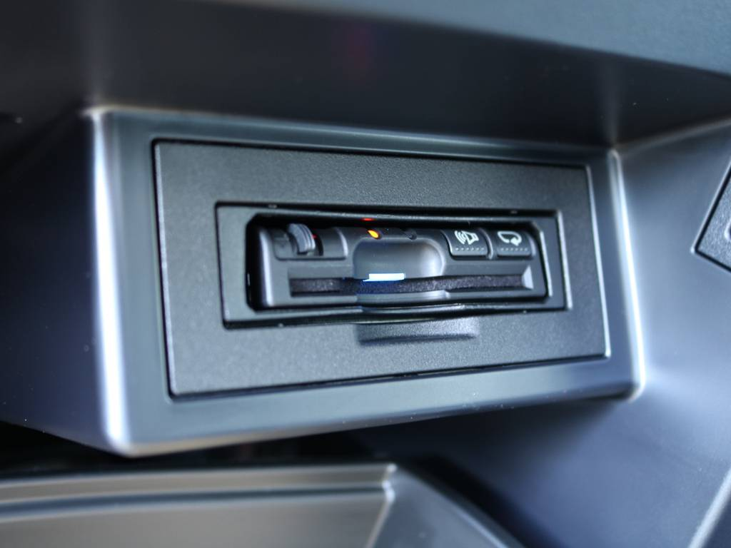 パナソニック製ETCはグローブボックス内にインストール済み☆ロングドライブにはいまや必要不可欠なアイテムですね♪ | トヨタ ランドクルーザープラド 2.7 TX 4WD 5人 17AW&KO2 9ナビBカメ