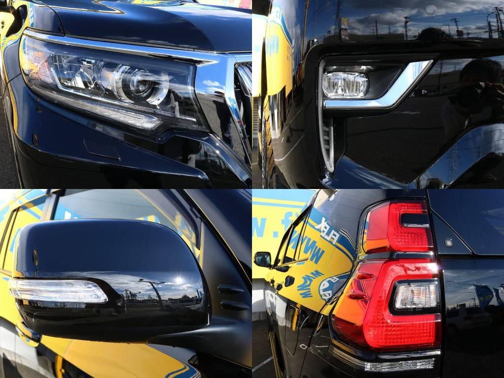 高輝度で点灯速度が速く、しかも消費電力の少ないLEDをハイ・ロービーム&フォグに採用。先行車・対向車への眩惑防止に配慮し、車両姿勢の変化に関わらず照射軸を一定に保つオートレベリング機能付です! | トヨタ ランドクルーザープラド 2.7 TX 4WD 5人 17AW&KO2 9ナビBカメ