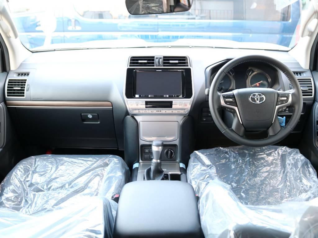 広々したインパネに大きなFガラスで運転視界もグッド! | トヨタ ランドクルーザープラド 2.8 TX Lパッケージ ディーゼルターボ 4WD 7人 新車未登録車 9インチUP