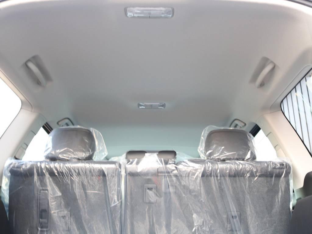 広々した天井!フリップダウンモニターの取り付け事例もございます。 | トヨタ ランドクルーザープラド 2.8 TX Lパッケージ ディーゼルターボ 4WD 7人 新車未登録車 9インチUP