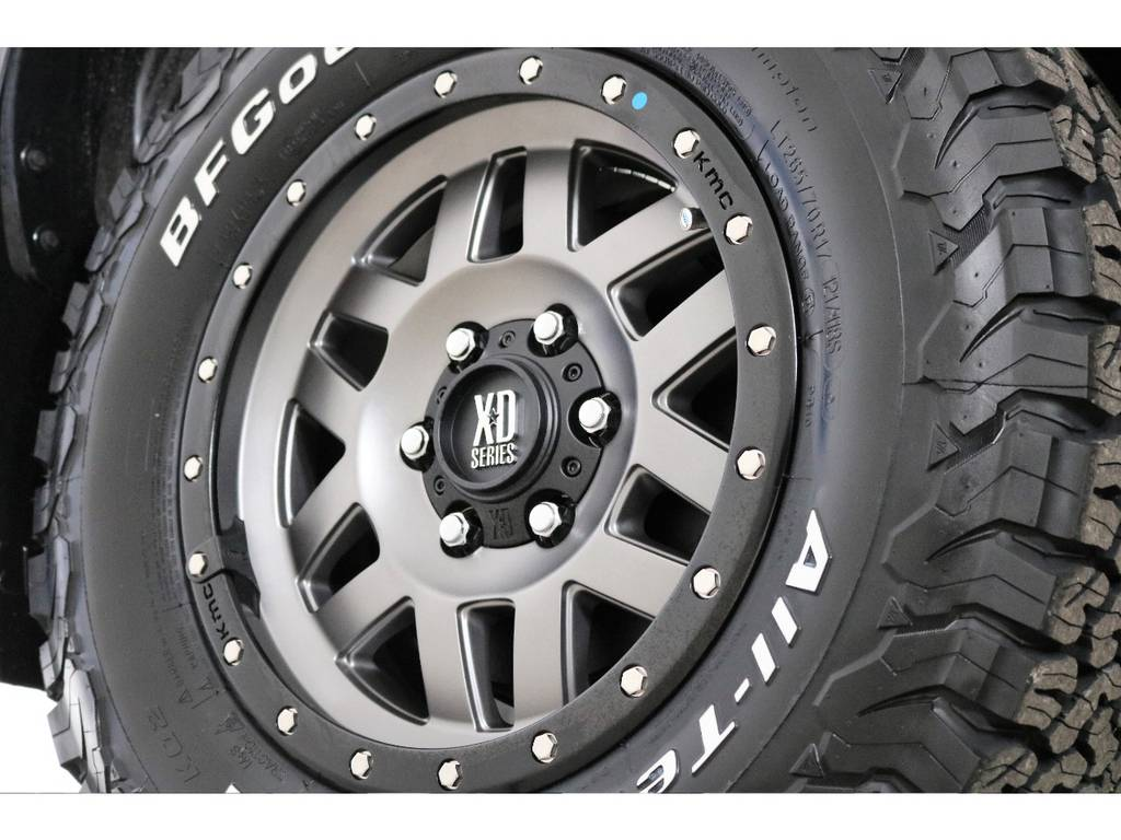 新品XD17インチホイール&新品BFグッドリッチATタイヤを装着致しました! | トヨタ ハイラックス 2.4 Z ディーゼルターボ 4WD Z 新車未登録車 11インチナビ