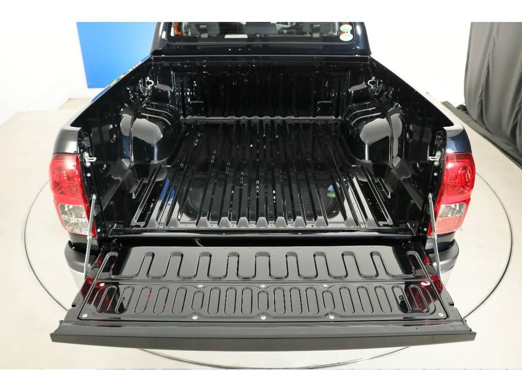 各種ベットライナーやトノカバーも取り扱いがございますのでご相談ください! | トヨタ ハイラックス 2.4 Z ディーゼルターボ 4WD Z 新車未登録車 11インチナビ