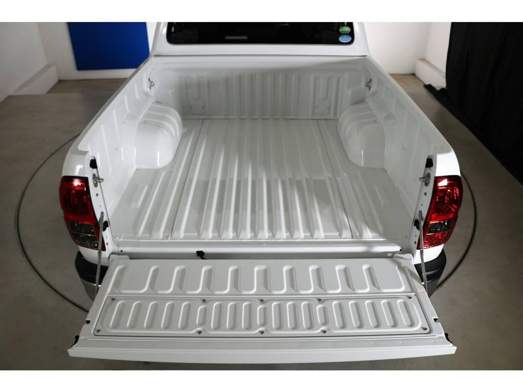 | トヨタ ハイラックス 2.4 Z ディーゼルターボ 4WD Z 新車未登録車 11インチナビ