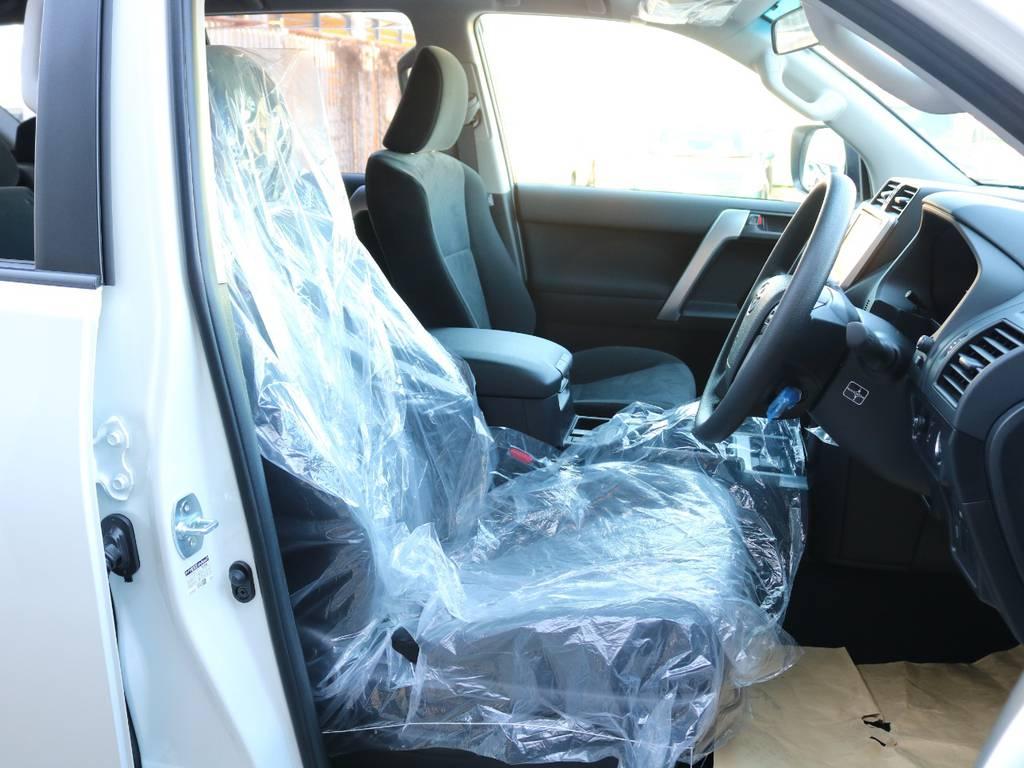 柔らかめなモケットシート!座り心地もグッド!シートカバーも多種取り扱いございますのでご相談ください。 | トヨタ ランドクルーザープラド 2.8 TX ディーゼルターボ 4WD 5人 新車未登録車 9インチナビ