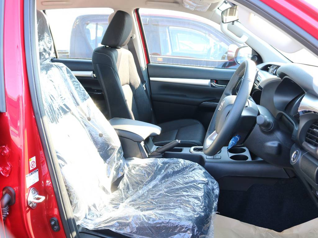 柔らかめなファブリックシート!座り心地もグッド!シートカバーも多種取り扱いございますのでご相談ください。