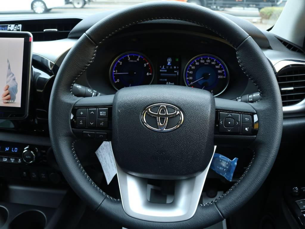 デザイン性機能性共に抜群のステアリングで長距離も快適ドライブ♪ | トヨタ ハイラックス 2.4 Z ディーゼルターボ 4WD Z 11ナビ 20AW&KO2 2UP