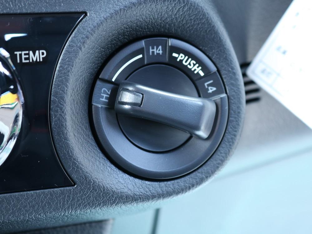ダイヤル式トランスファー切り替えスイッチ★道路状況に合わせた走行が可能に♪ | トヨタ ハイラックス 2.4 Z ディーゼルターボ 4WD Z 11ナビ 20AW&KO2 2UP