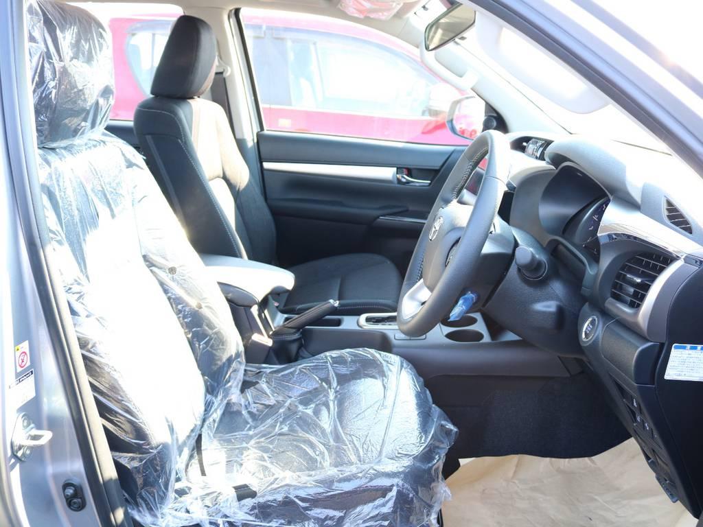 柔らかめなファブリックシート!座り心地もグッド!シートカバーも多種取り扱いございますのでご相談ください。 | トヨタ ハイラックス 2.4 Z ディーゼルターボ 4WD Z 新車未登録車 11インチナビ
