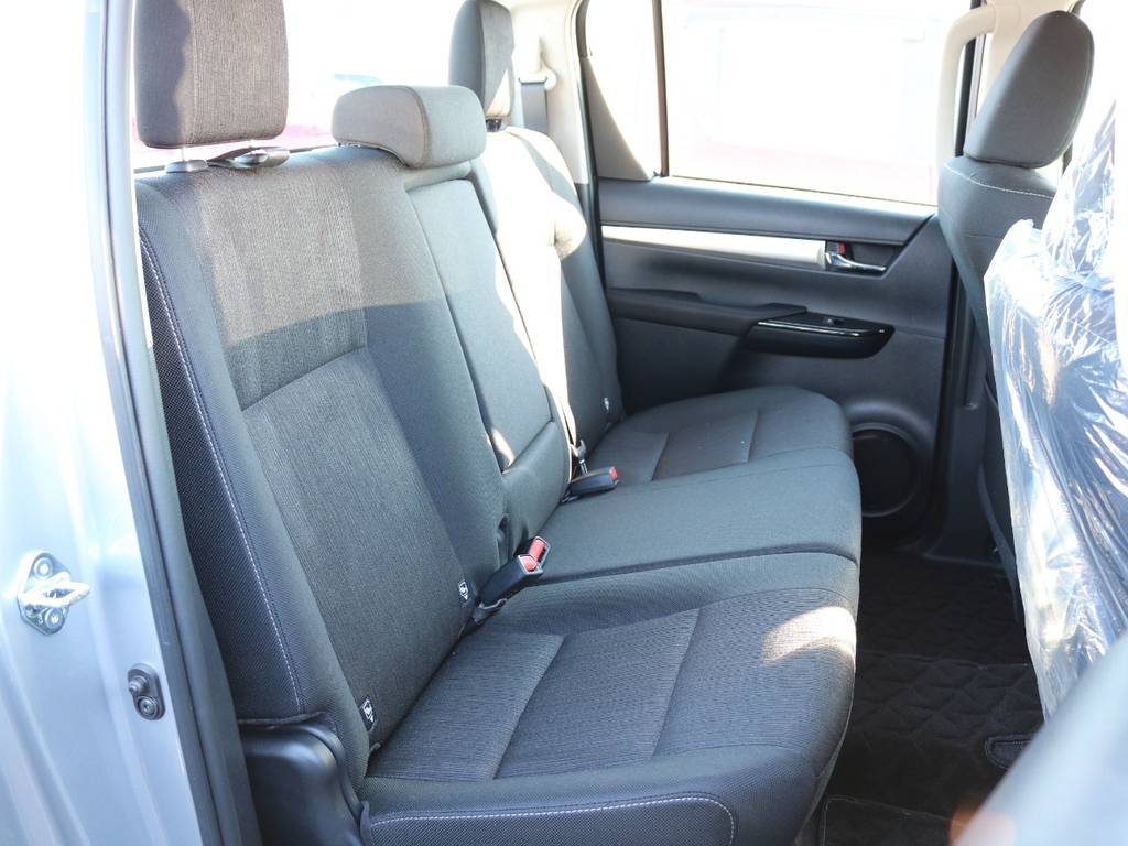 広々したセカンドシート!チャイルドシートもシートベルト固定はもちろんのことISOFIXにも対応! | トヨタ ハイラックス 2.4 Z ディーゼルターボ 4WD Z 新車未登録車 11インチナビ