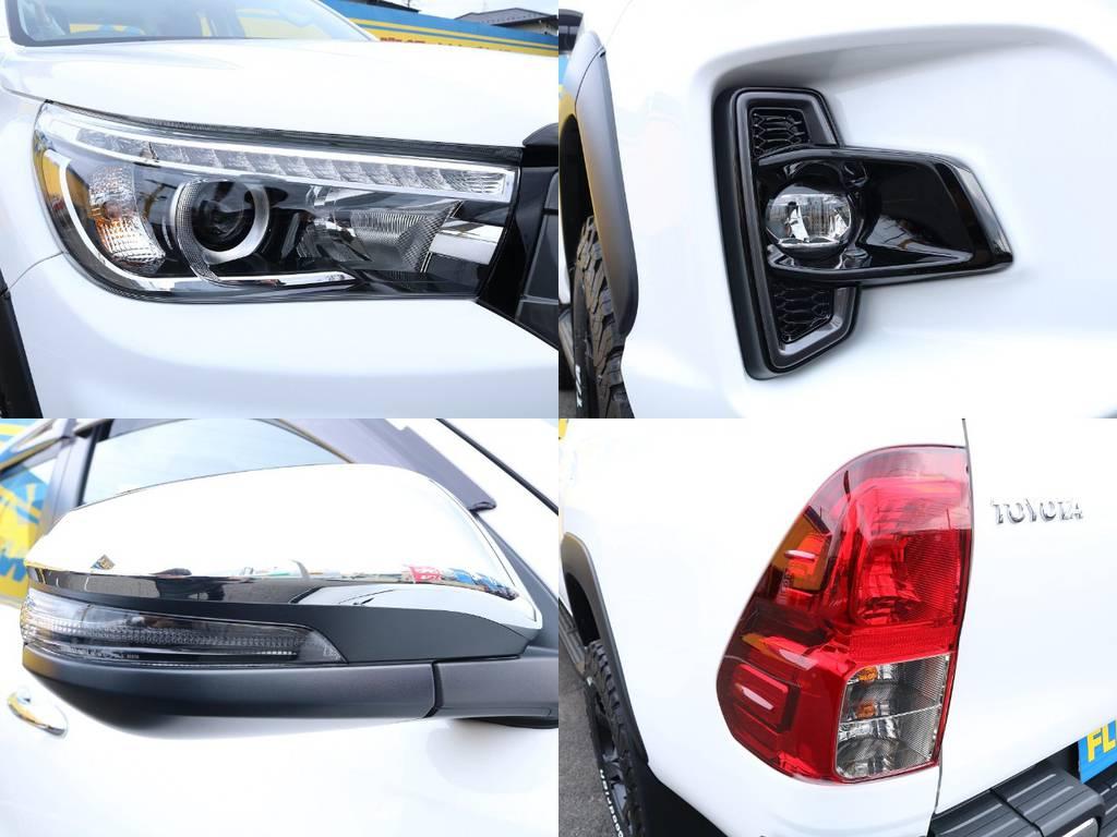 各種メッキが良く映えて高級感も演出してくれます。 | トヨタ ハイラックス 2.4 Z ディーゼルターボ 4WD Z ROCCO仕様 リフトUP 17AW