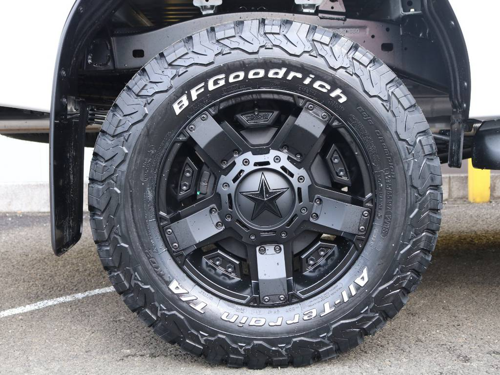 新品BFグッドリッチKO2×新品KMCロックスター17インチAW装着★足元もバッチリ決まってます♪ | トヨタ ハイラックス 2.4 Z ディーゼルターボ 4WD Z ROCCO仕様 リフトUP 17AW