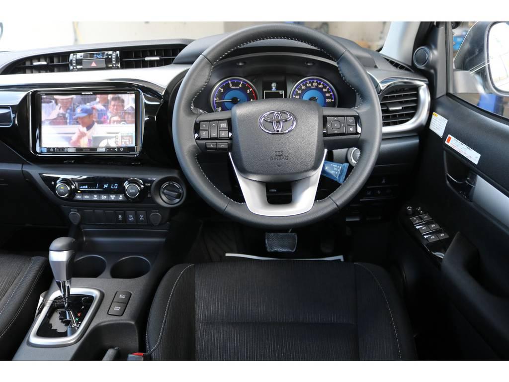 オプティトロンメーター、カラーマルチインフォメーションディスプレイで様々な運転情報を表示してくれます★純正のステアリングスイッチも連動済みなのでオーディオ操作も簡単です♪
