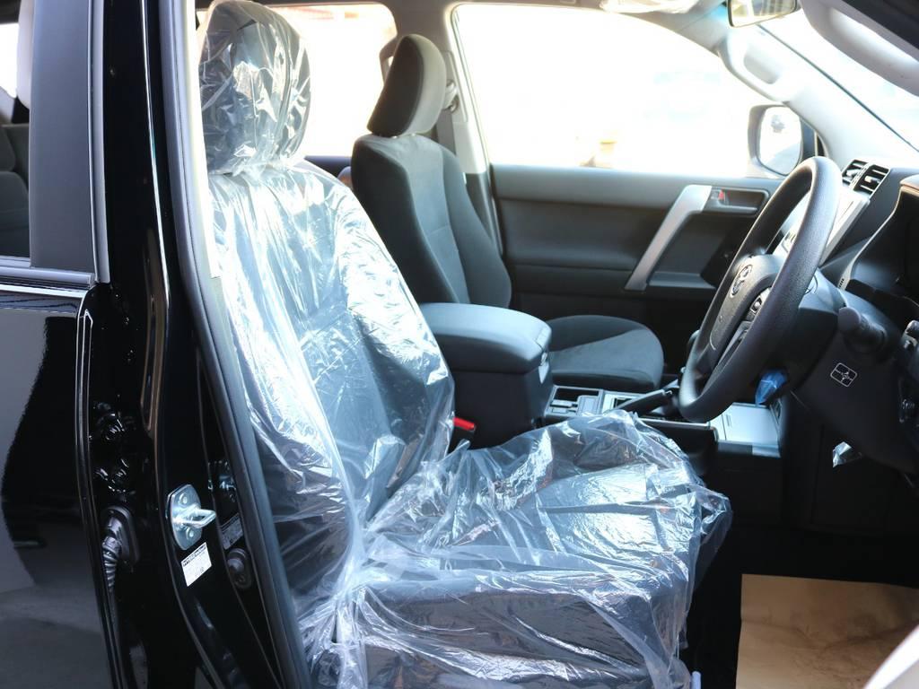 柔らかめなモケットシート!座り心地もグッド!シートカバーも多種取り扱いございますのでご相談ください。 | トヨタ ランドクルーザープラド 2.8 TX ディーゼルターボ 4WD 7人 新車未登録車 9インチナビ