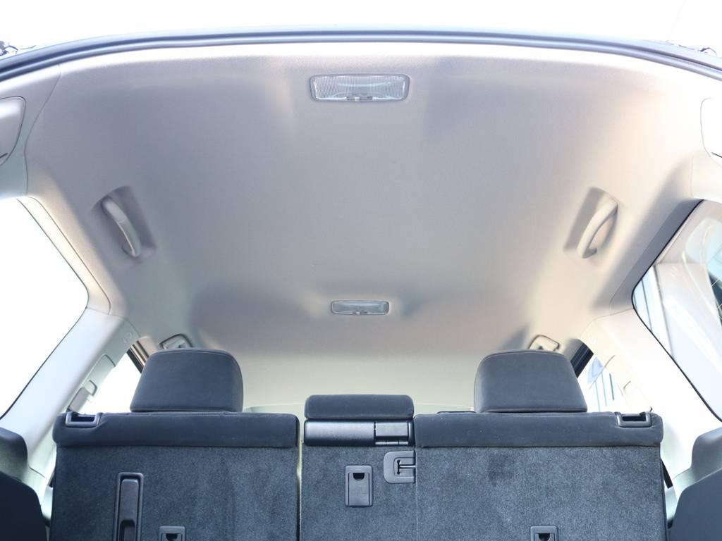 広々した天井!フリップダウンモニターの取り付け事例もございます。 | トヨタ ランドクルーザープラド 2.8 TX ディーゼルターボ 4WD 7人 新車未登録車 9インチナビ