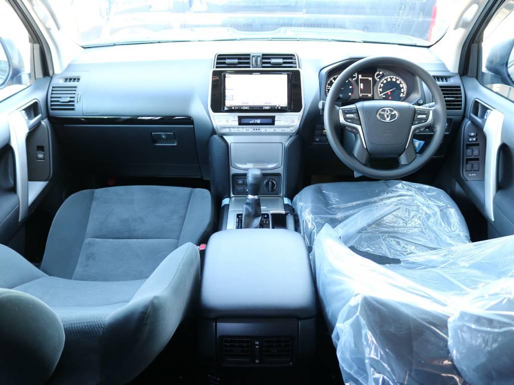 広々したインパネに大きなFガラスで運転視界もグッド!   トヨタ ランドクルーザープラド 2.8 TX ディーゼルターボ 4WD 5人 新車未登録車 9インチナビ