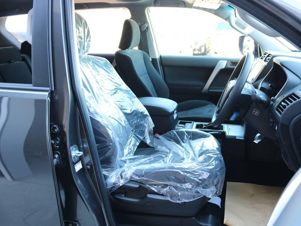 柔らかめなモケットシート!座り心地もグッド!シートカバーも多種取り扱いございますのでご相談ください。   トヨタ ランドクルーザープラド 2.8 TX ディーゼルターボ 4WD 5人 新車未登録車 9インチナビ